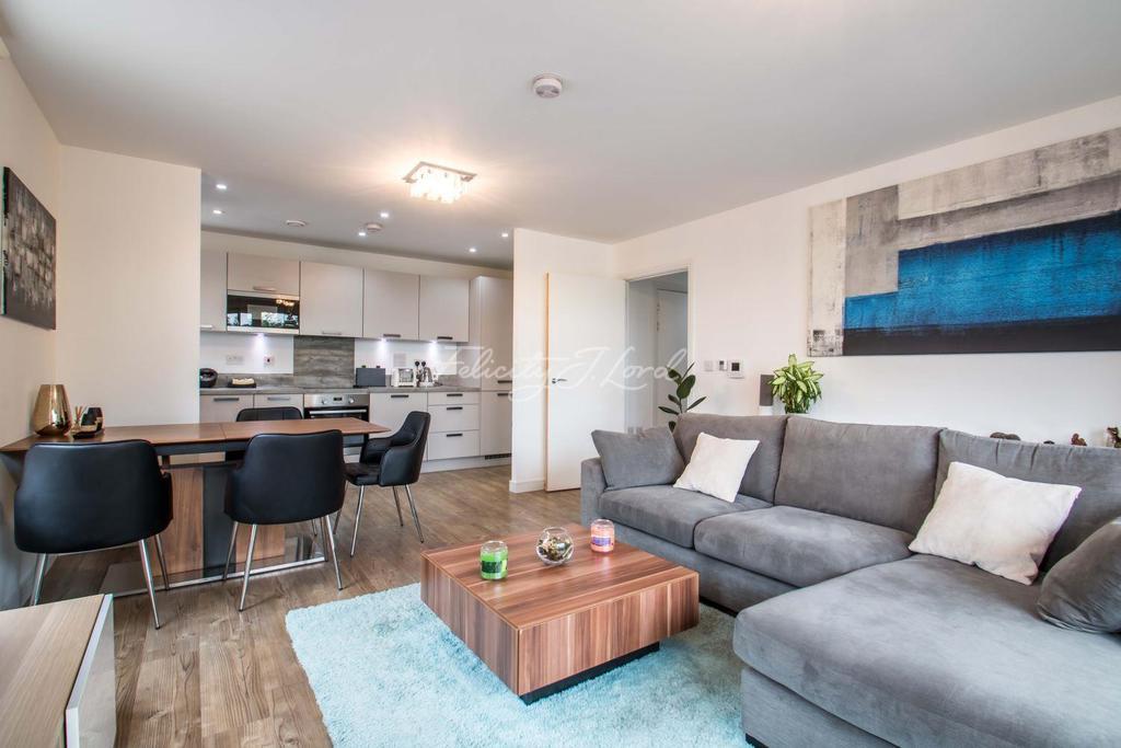 2 Bedrooms Flat for sale in Blondin Way, SE16