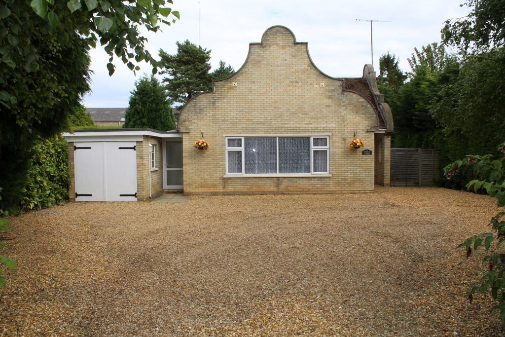 3 Bedrooms Detached Bungalow for sale in The Chase, Leverington Road, Wisbech