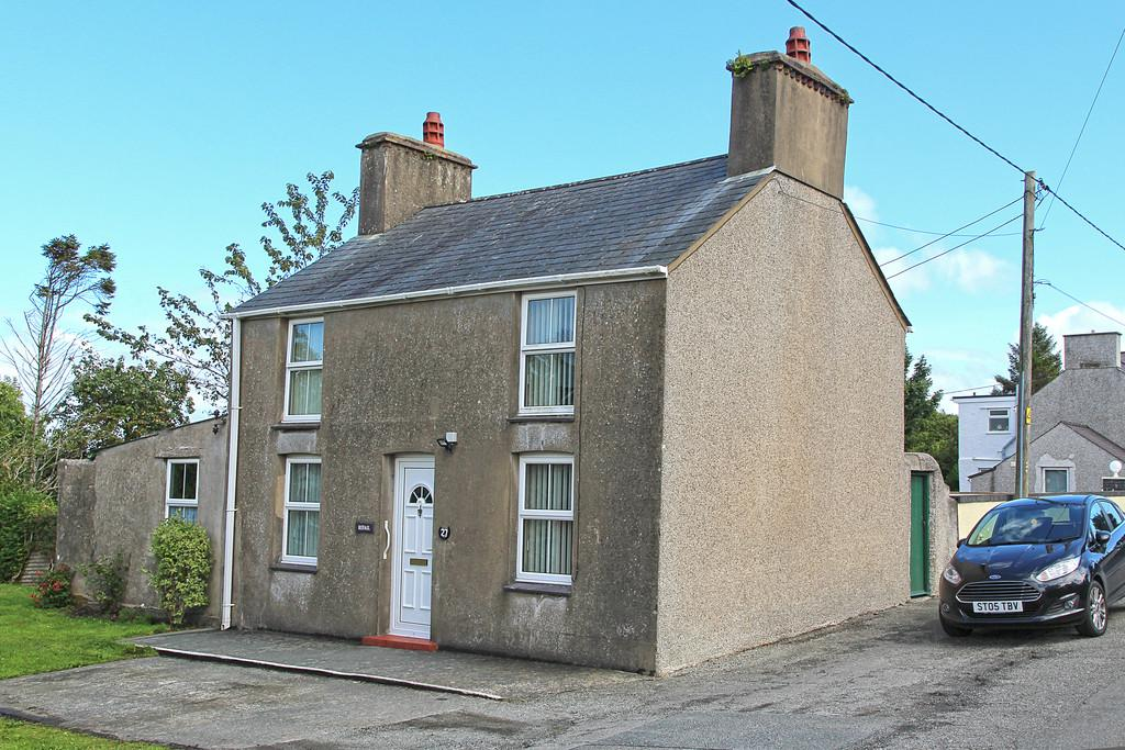 3 Bedrooms Farm House Character Property for sale in Ffordd Tan Y Bryn, Amlwch, North Wales