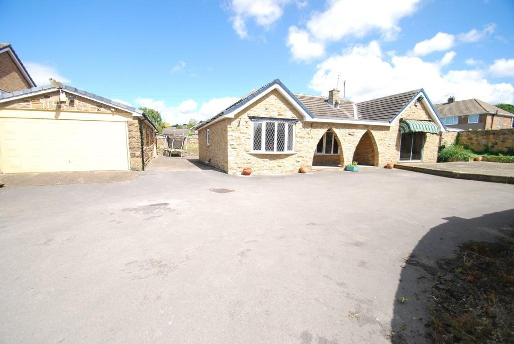 3 Bedrooms Detached Bungalow for sale in LUND LANE, BARNSLEY S71 5PE