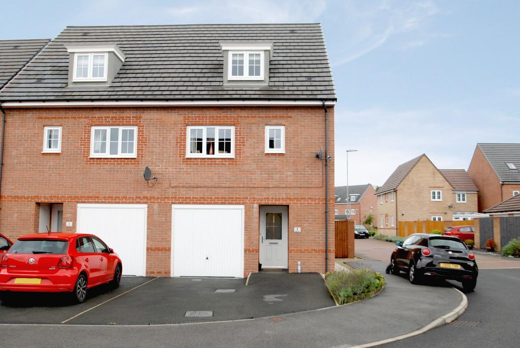 3 Bedrooms Semi Detached House for sale in Mossley Place, Penistone, Sheffield S36 6FH