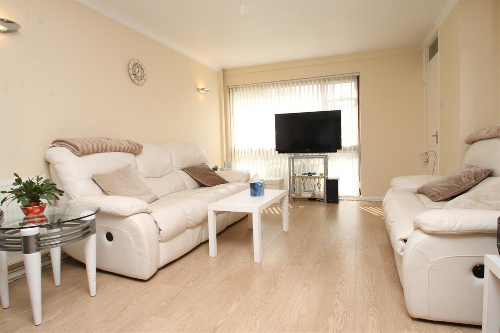 2 Bedrooms Terraced House for sale in Brunswick Road, Bexleyheath, Kent, DA6 8EN