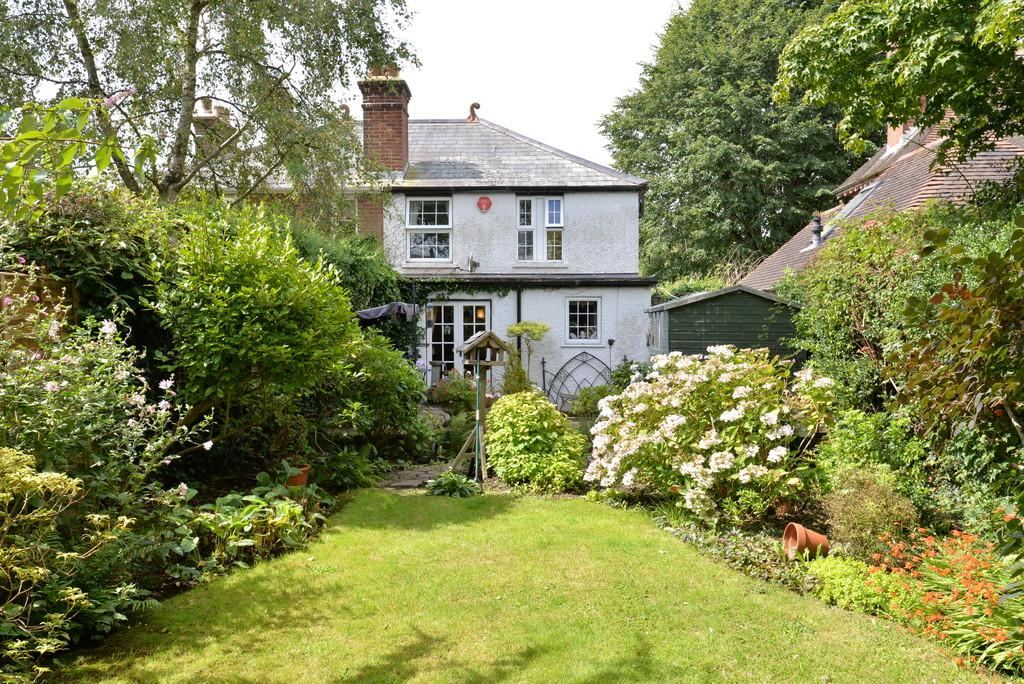 2 Bedrooms Semi Detached House for sale in Ramley Road, Lymington