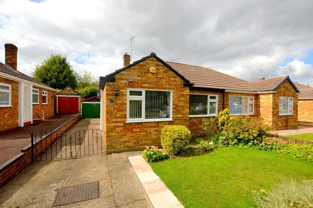 2 Bedrooms Bungalow for sale in Poets Green, Luton, Bedfordshire, LU4 0LQ
