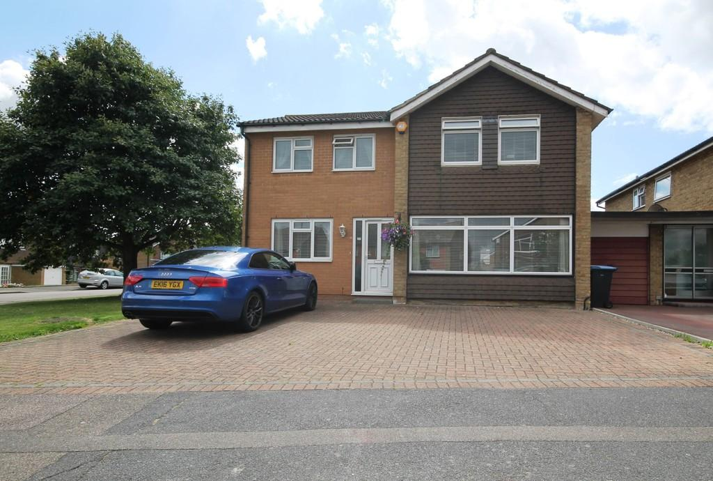 4 Bedrooms Link Detached House for sale in Deer Park, Harlow