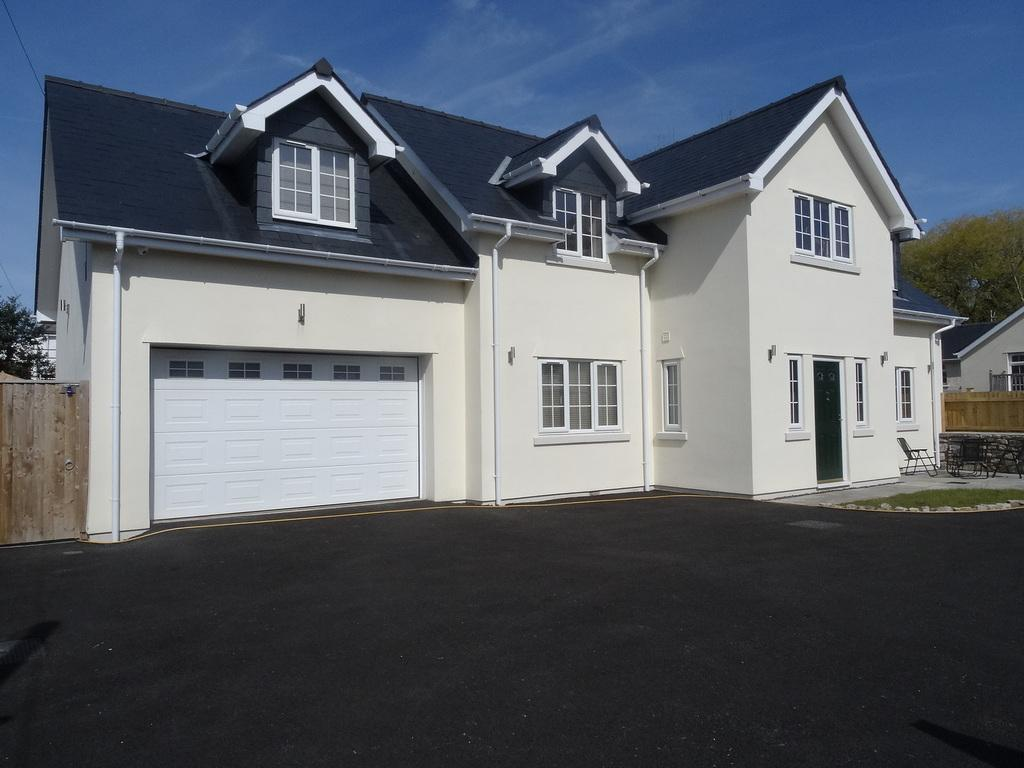 4 Bedrooms Detached House for sale in WIMBORNE COTTAGE, NEWTON, PORTHCAWL, CF36 5PH