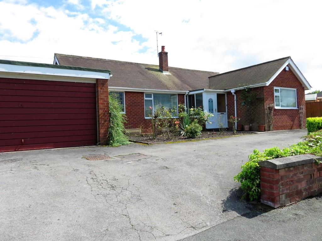 3 Bedrooms Detached Bungalow for sale in Greenway Road, Biddulph