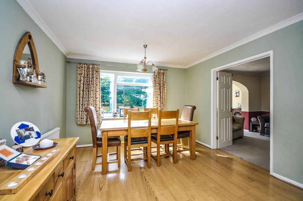 4 Bedrooms Detached House for sale in Liphook