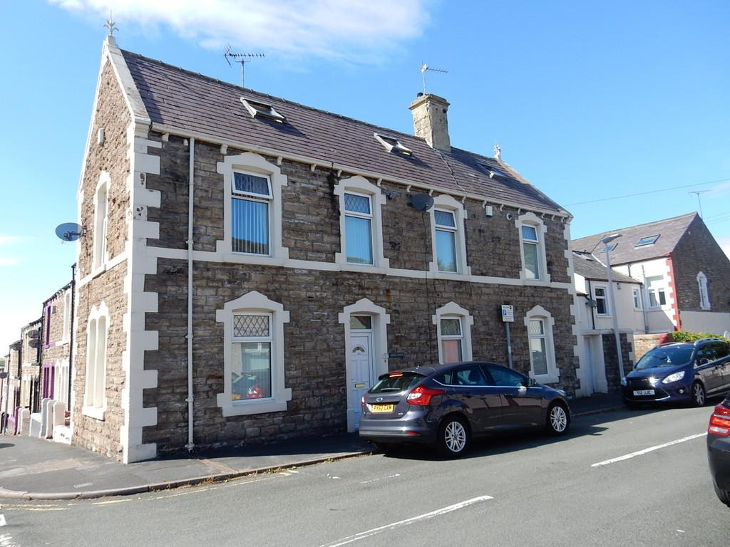 3 Bedrooms End Of Terrace House for sale in Shaw Street, Workington