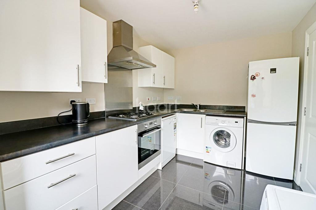 4 Bedrooms Semi Detached House for sale in Hilton Close,