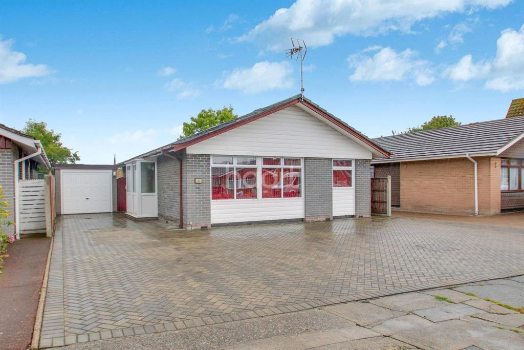 3 Bedrooms Bungalow for sale in Glebelands, Benfleet