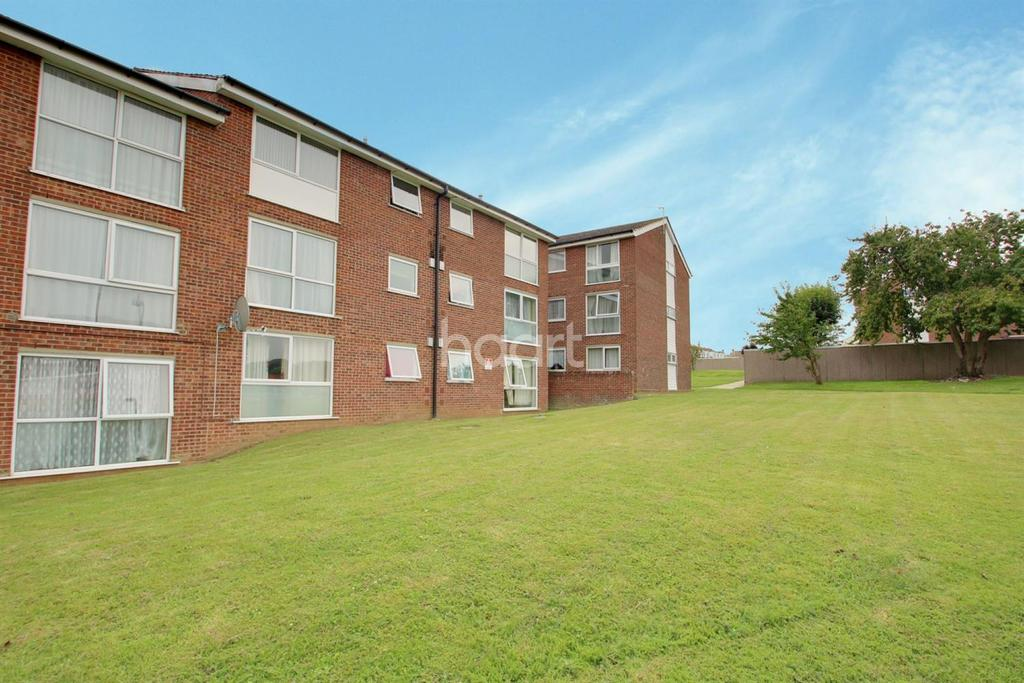 2 Bedrooms Flat for sale in Falkland court, Braintree