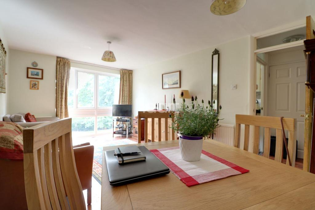 2 Bedrooms Flat for sale in Cleveland Road, South Woodford, E18