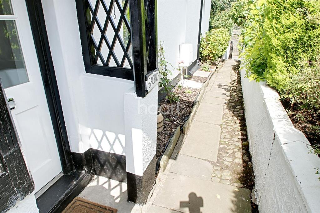 2 Bedrooms Cottage House for sale in Forge Lane, Bassaleg, Newport