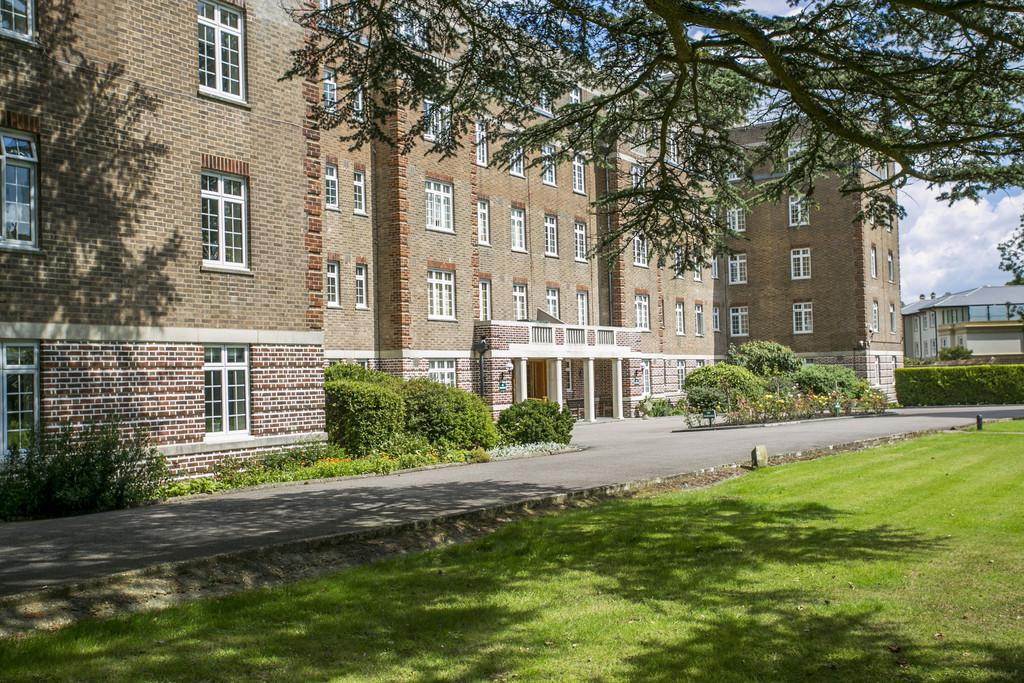3 Bedrooms Apartment Flat for sale in Mount Ephraim, Tunbridge Wells