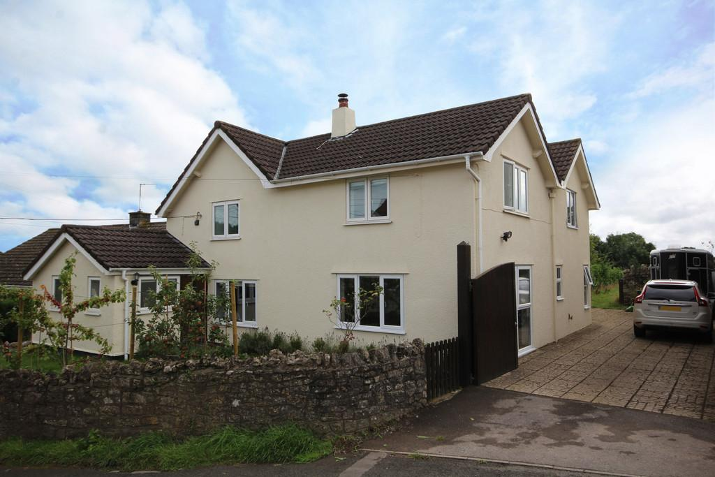 3 Bedrooms Detached House for sale in With land and stabling in Felton