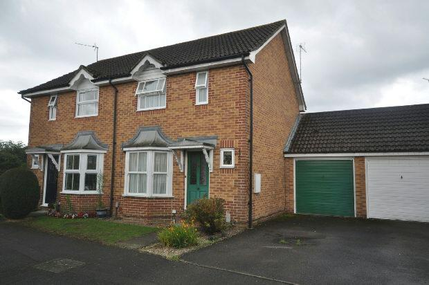 2 Bedrooms Semi Detached House for sale in Donaldson Way, Woodley, Reading,