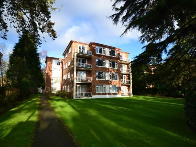 3 Bedrooms Flat for rent in Gadbridge Court, 31 West Cliff Road, Bournemouth