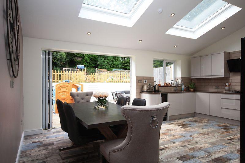 3 Bedrooms Semi Detached House for sale in Crystal Glen, Llanishen