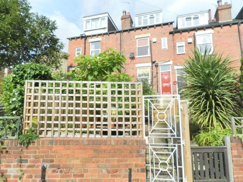 2 Bedrooms Terraced House for sale in Brookfield Road, Leeds