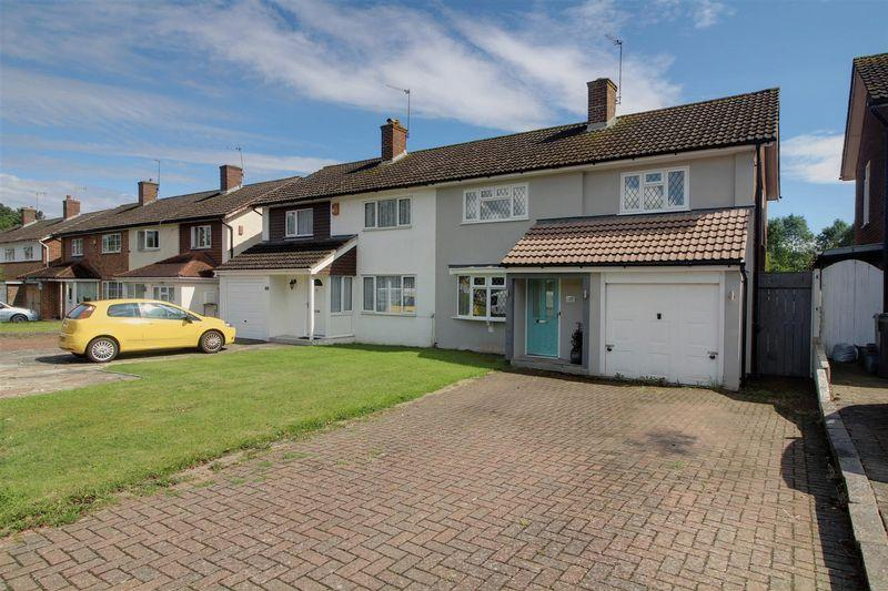 3 Bedrooms Semi Detached House for sale in Falconwood Road, Addington, Croydon