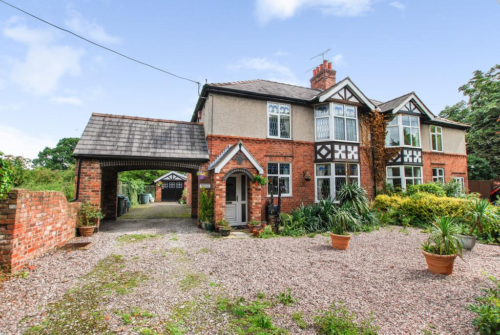 4 Bedrooms Semi Detached House for sale in Whitchurch Road, Rowton, Chester