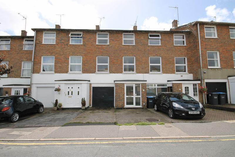4 Bedrooms Town House for sale in Doubledays, Burgess Hill, West Sussex