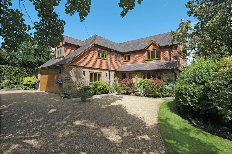 5 Bedrooms Detached House for sale in Beacon road, Crowborough, East Sussex