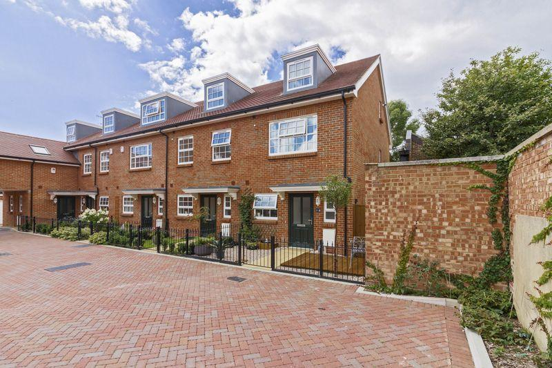 3 Bedrooms End Of Terrace House for sale in Kings Mews, Worthing