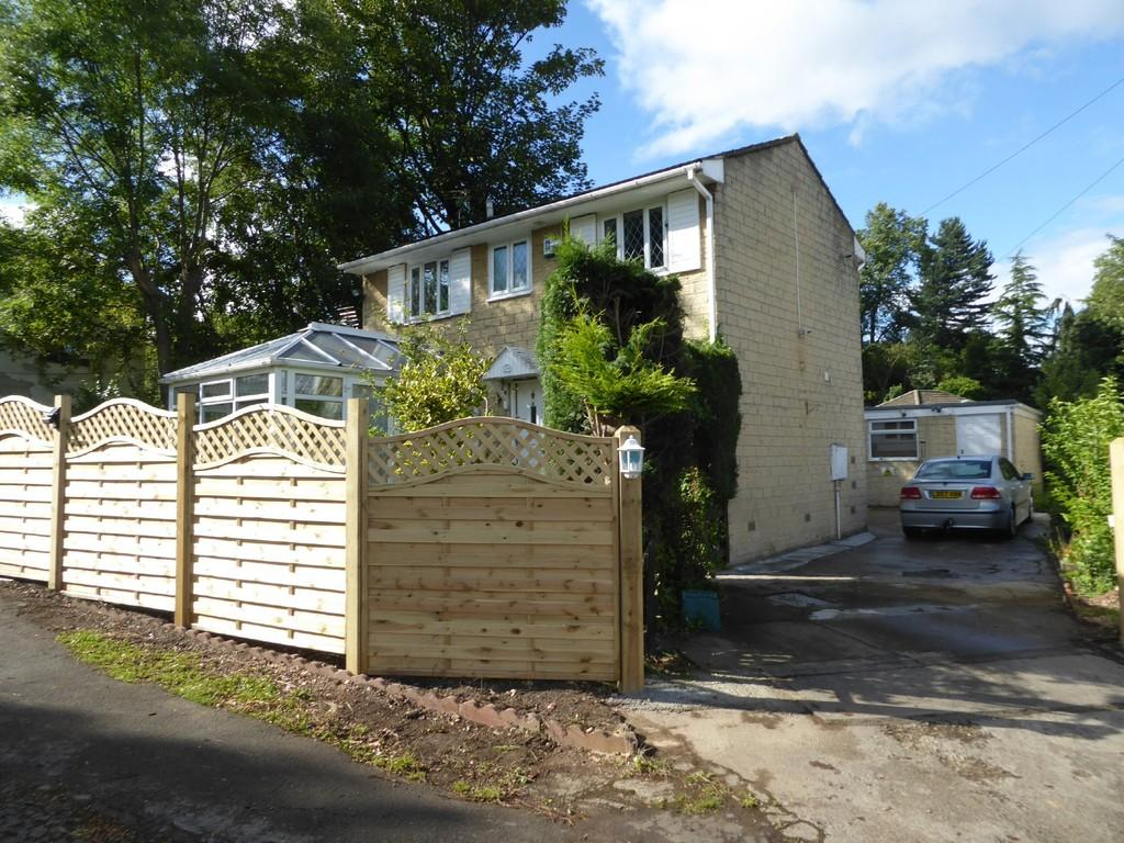 3 Bedrooms Detached House for sale in Track Mount, Batley