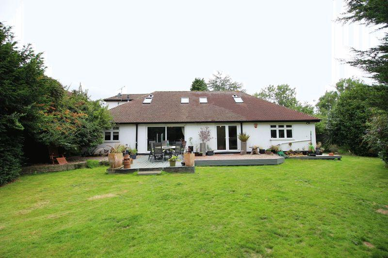 4 Bedrooms Detached House for sale in SHUTTLE CLOSE, Sidcup, DA15 8EP