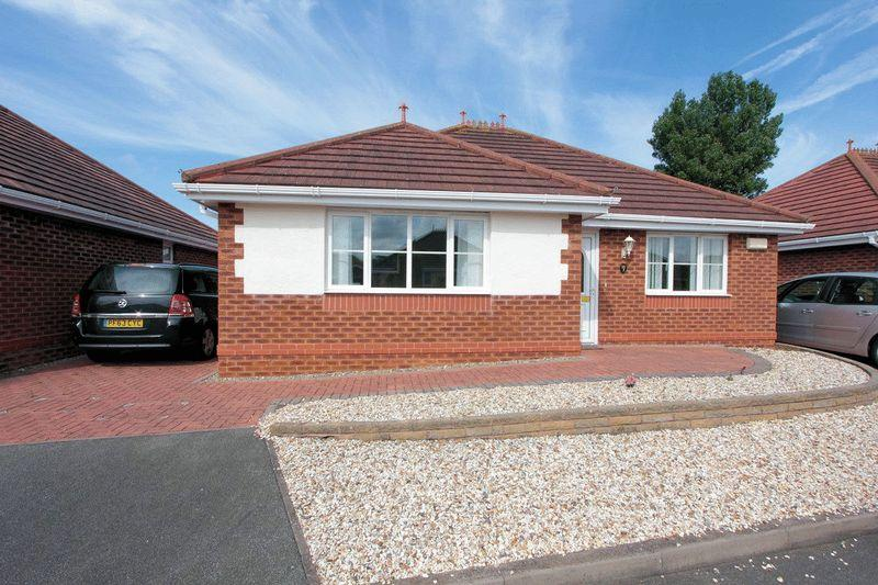 2 Bedrooms Detached Bungalow for sale in Meadow Court, Towyn