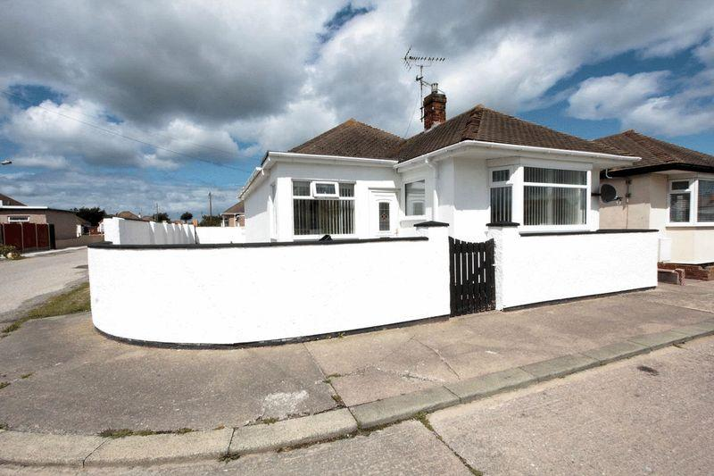 3 Bedrooms Detached Bungalow for sale in Foryd Road, Kinmel Bay