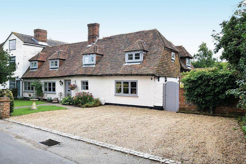 4 Bedrooms Cottage House for sale in Silver Street, Sittingbourne