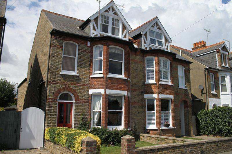 4 Bedrooms Semi Detached House for sale in Walmer