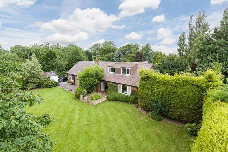 5 Bedrooms Detached House for sale in The Meadows, Wrexham Road, Burland, Nr Nantwich