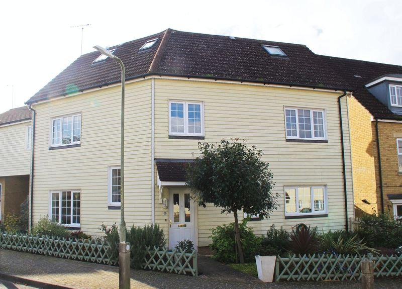 5 Bedrooms Semi Detached House for sale in Scott Avenue, Canterbury