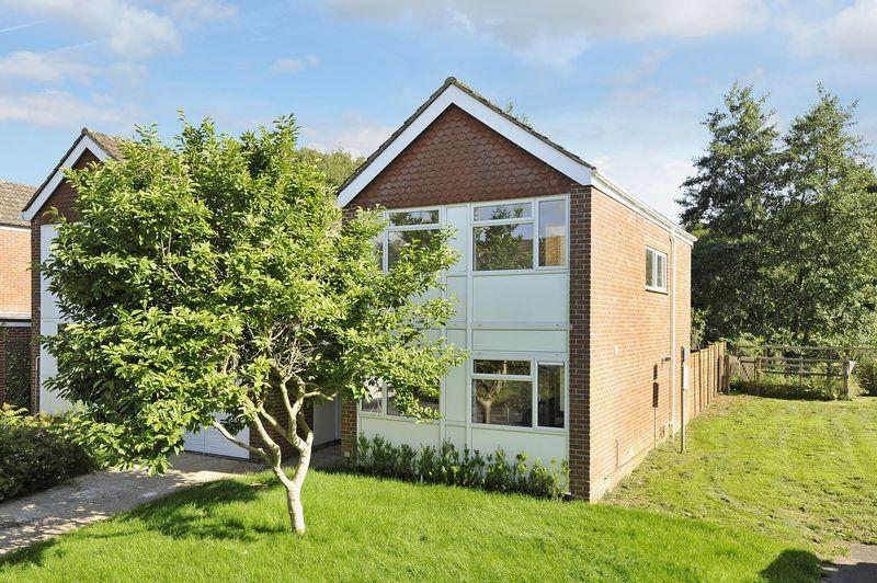 3 Bedrooms Link Detached House for sale in Witley
