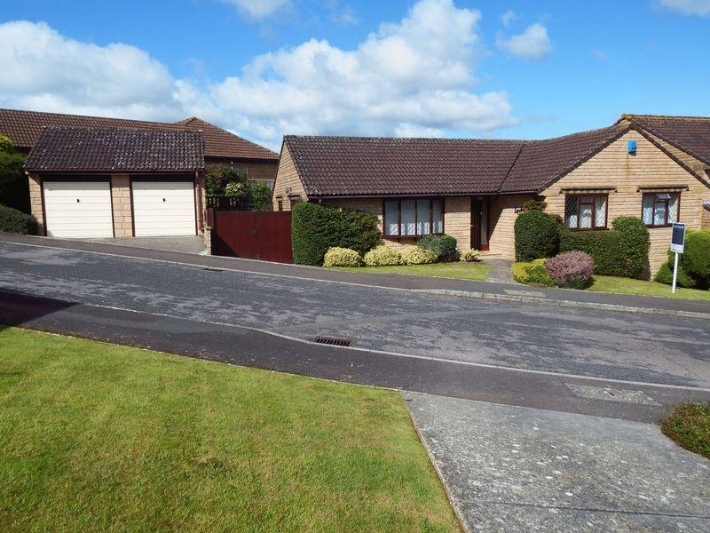 3 Bedrooms Detached Bungalow for sale in Beechwood Drive, Crewkerne