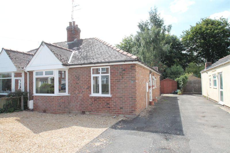 2 Bedrooms Semi Detached Bungalow for sale in Halmer Gardens, Spalding