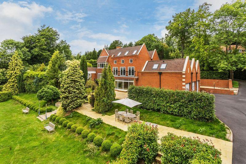 6 Bedrooms Detached House for sale in LEATHERHEAD - PRIVATE ESTATE