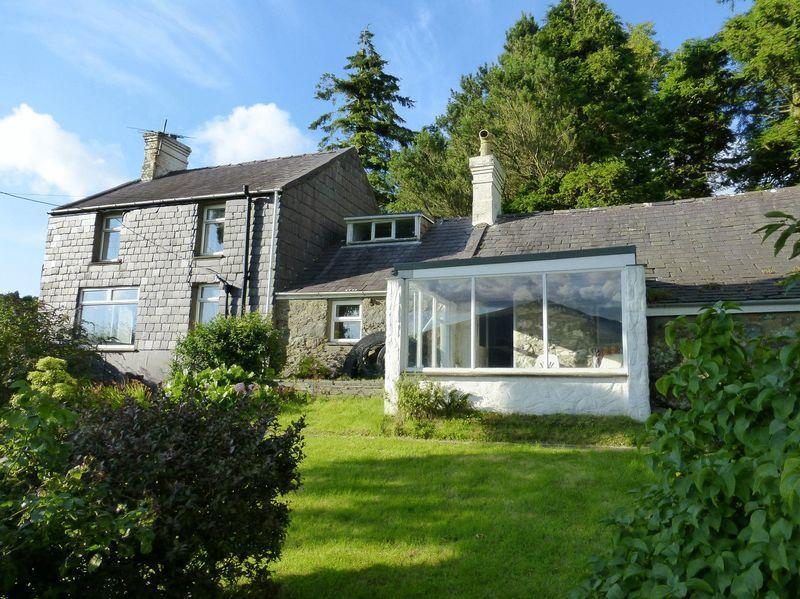 2 Bedrooms Detached House for sale in Fachwen