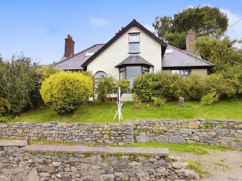 4 Bedrooms Detached House for sale in Bethesda