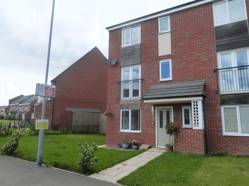 3 Bedrooms Terraced House for sale in Harrington Way, Ashington - Three Bedroom End Terraced House