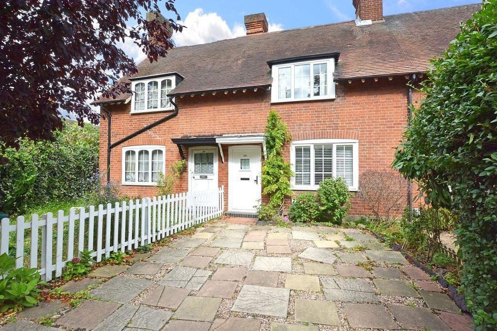 2 Bedrooms Terraced House for sale in Lower Green Road, Esher