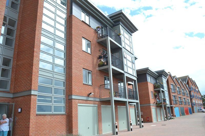 2 Bedrooms Apartment Flat for sale in The Wharf, Morton