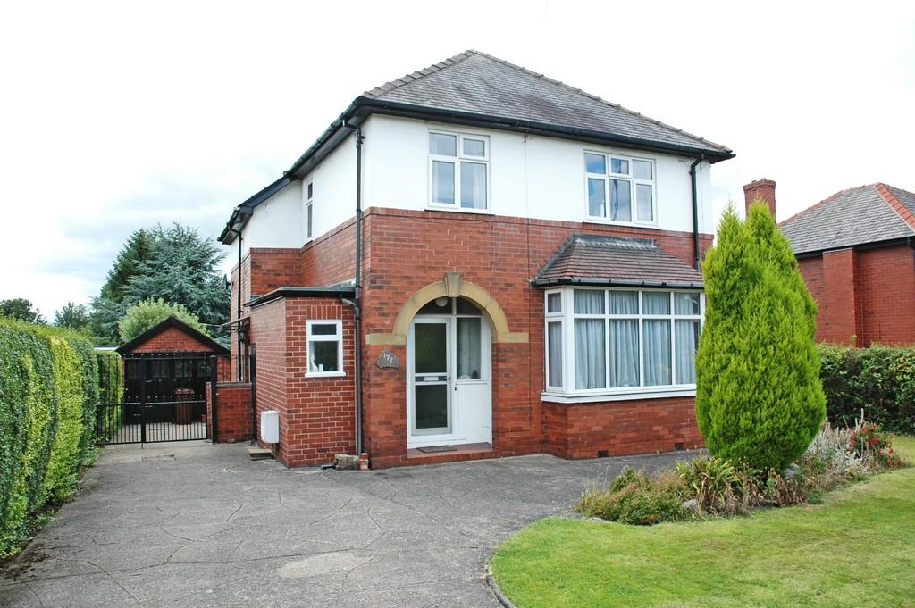 3 Bedrooms Detached House for sale in Bradford Road, Wakefield