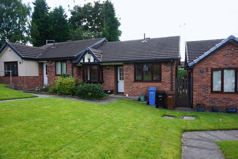 2 Bedrooms Semi Detached Bungalow for sale in Alexandra Close, Edgeley