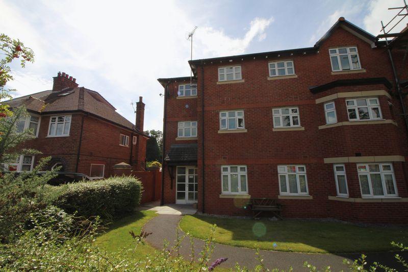 2 Bedrooms Apartment Flat for sale in Rowan Court, Higher Bebington