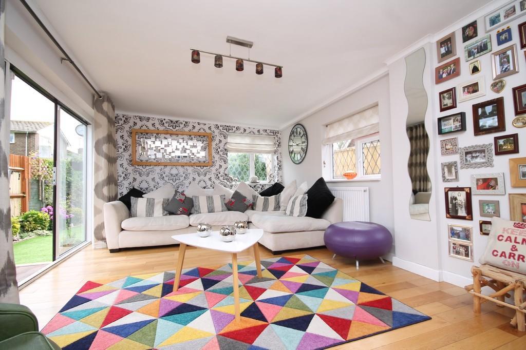 3 Bedrooms Detached Bungalow for sale in Penstone Park, Lancing, BN15